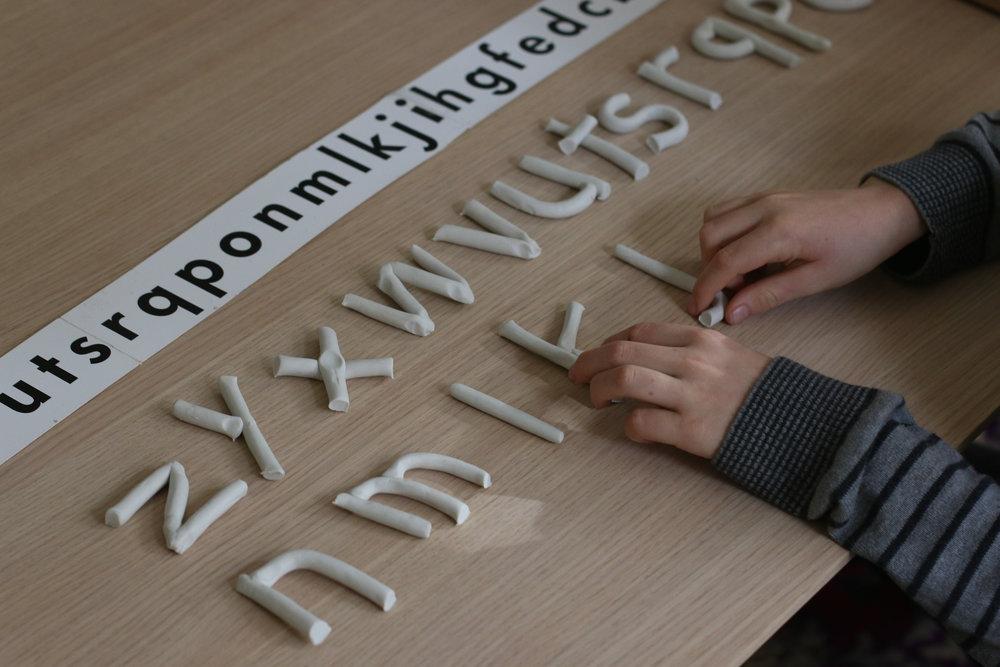 Dysleksja, biegłość, kreatywność, dezorientacja, symbol i plastelina